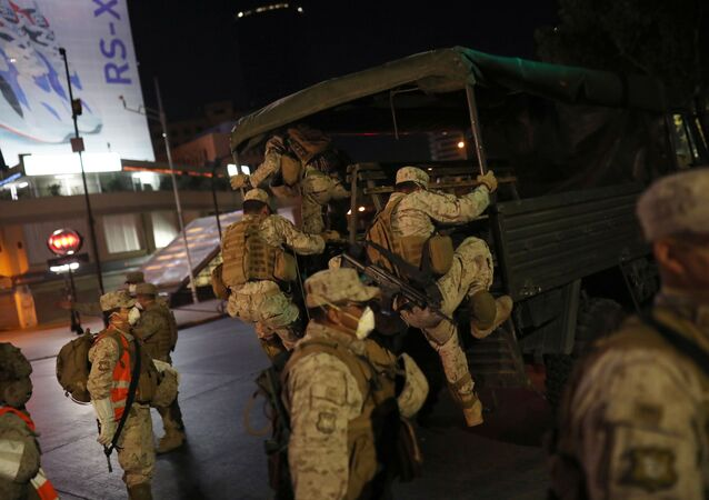 MIlitares chilenos en las calles