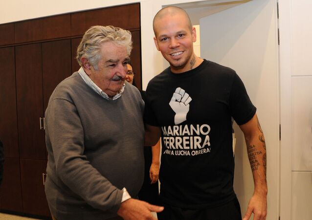 José Mujica y René Pérez en 2012, cuando el músico lo visitó en la sede de Gobierno de Uruguay