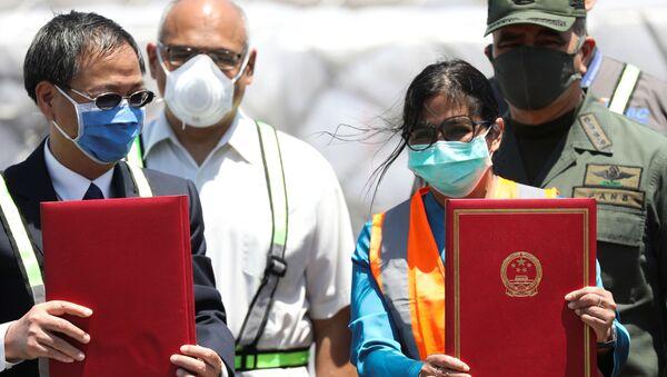 Ayuda humanitaria de China a Venezuela, recibida por embajador chino Li Baorong y vicepresidenta Delcy Rodríguez - Sputnik Mundo