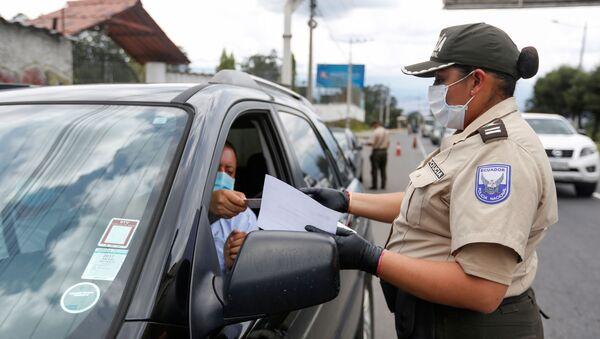 Una policía en Quito, Ecuador - Sputnik Mundo