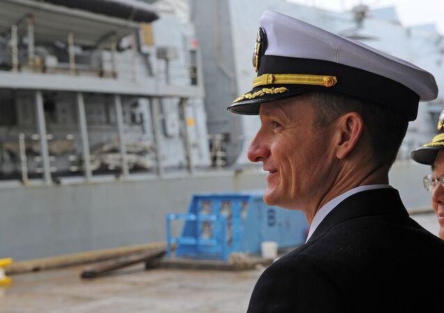 Brett Crozier, oficial de la Marina de EEUU