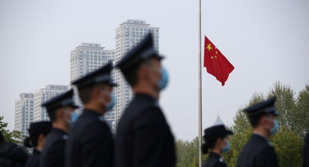 Arrian las banderas en China para rendir homenaje a las víctimas del coronavirus
