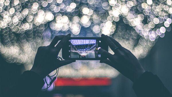 La pantalla de un smartphone - Sputnik Mundo