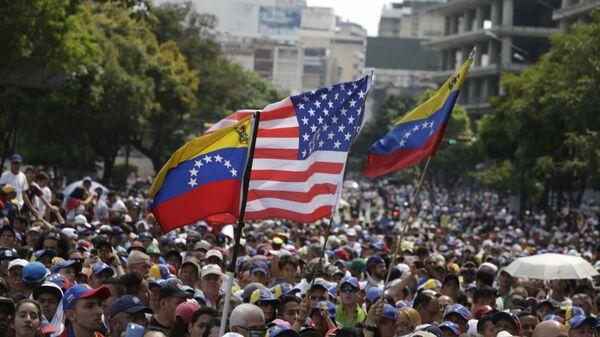 Banderas de Venezuela y EEUU - Sputnik Mundo