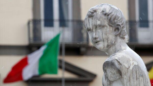Bandera italiana en Nápoles - Sputnik Mundo