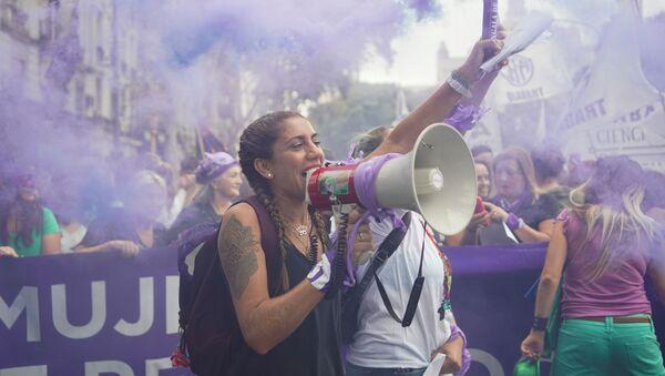 Mujeres marchan contra la violencia de género en Argentina (archivo) - Sputnik Mundo
