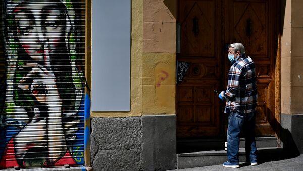 Un vecino de Madrid durante el estado de alarma - Sputnik Mundo