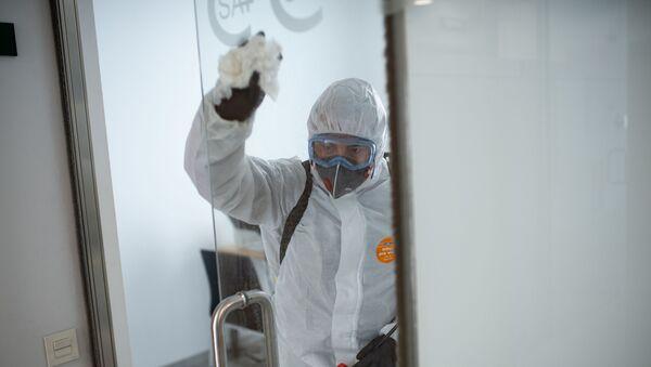 Tareas de desinfección de la UME en Barcelona - Sputnik Mundo