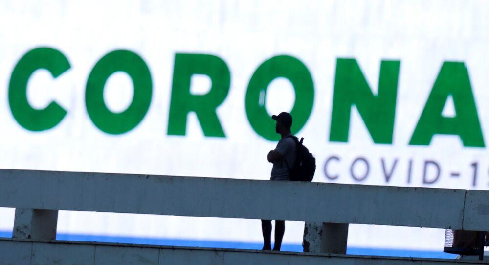 Palabra corona en una pantalla en Brasil