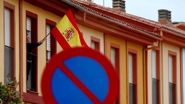 La bandera de España en un balcón - Sputnik Mundo