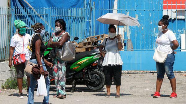 Aglomeraciones de personas en mascarillas en Cuba - Sputnik Mundo