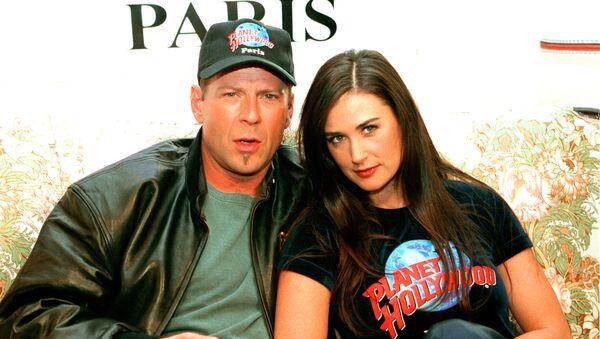 Bruce Willis y Demi Moore en 1995 - Sputnik Mundo