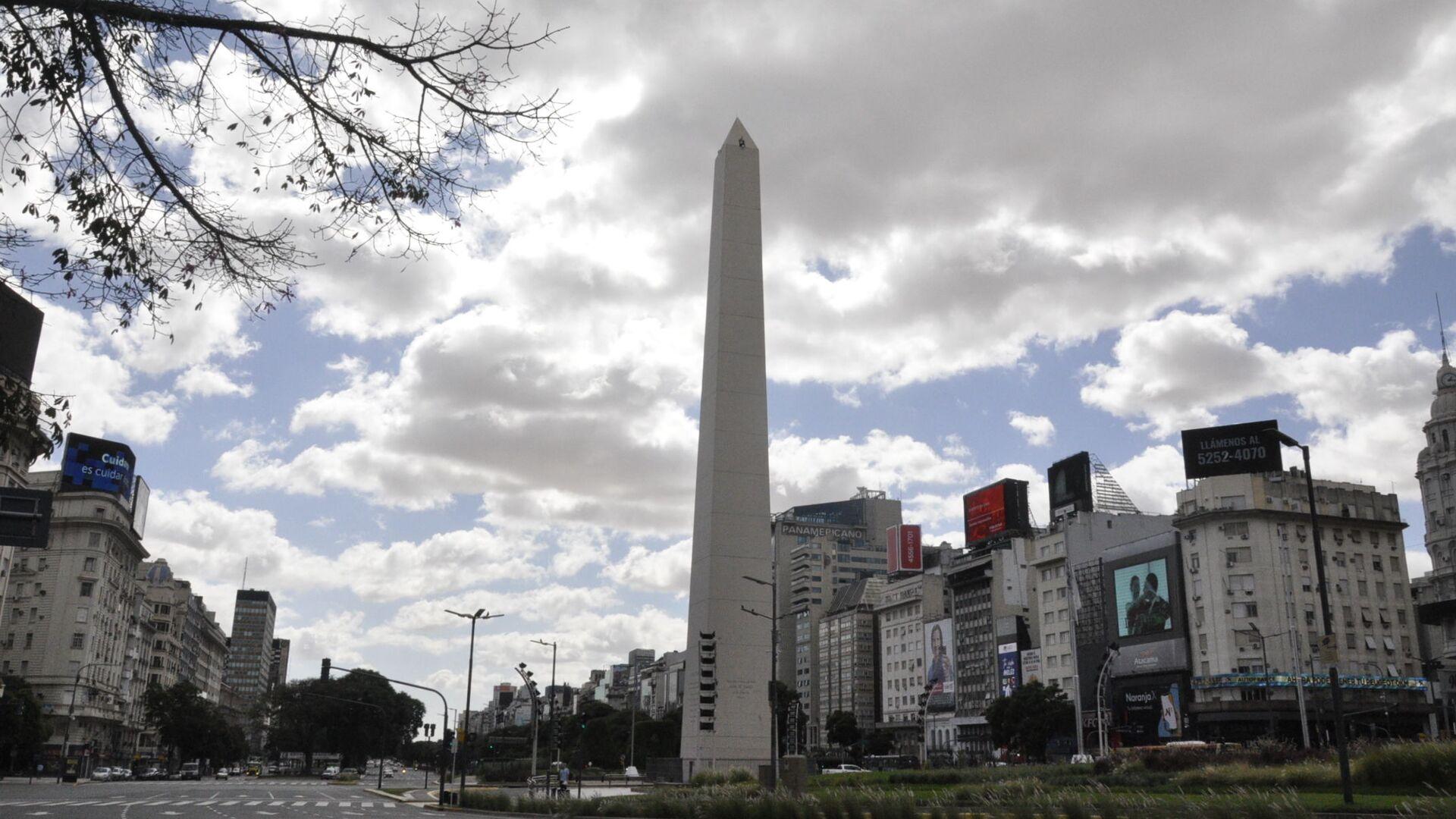 La Avenida 9 de Julio con el Obelisco al frente en Buenos Aires durante el brote del coronavirus en Argentina - Sputnik Mundo, 1920, 13.03.2021