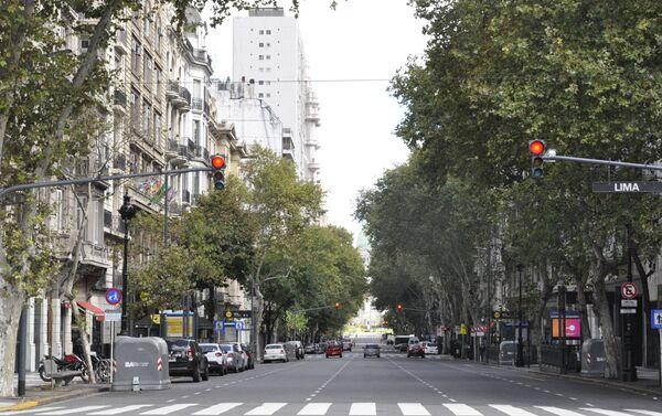 Avenida de Mayo con el Congreso al fondo en Buenos Aires durante el brote del coronavirus en Argentina - Sputnik Mundo