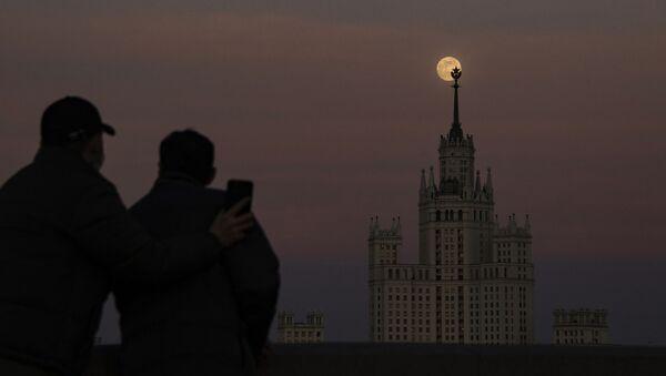 Суперлуние в Москве, 8 апреля 2020 - Sputnik Mundo