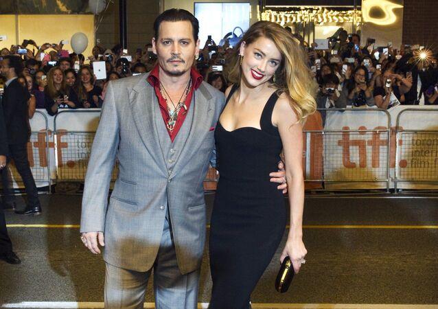 El actor Johnny Depp junto a su exesposa, la actriz Amber Heard