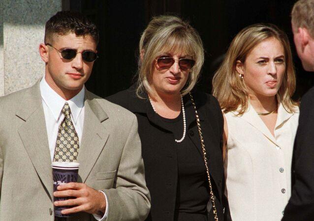 Linda Tripp, exempleada de la Casa Blanca y el Pentágono, informante que reveló la relación de Clinton y Lewinsky