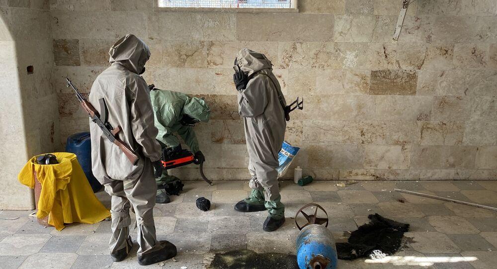 Expertos militares sirios en el lugar del uso de sustancias químicas
