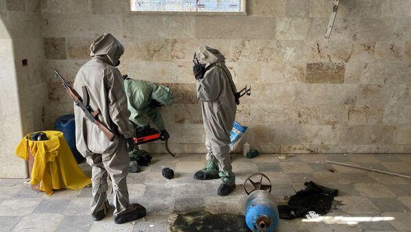Expertos militares sirios en el lugar del uso de sustancias químicas  - Sputnik Mundo