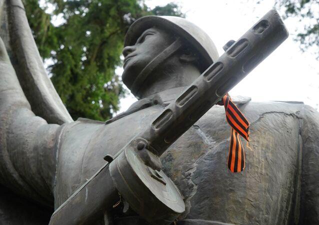 Un monumento a los soldados sovieticos