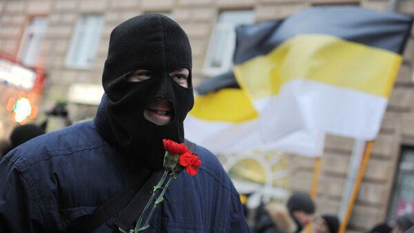 Marcha de los nacionalistas rusos en San Petersburgo con banderas imperiales rusas (imagen referencial) - Sputnik Mundo