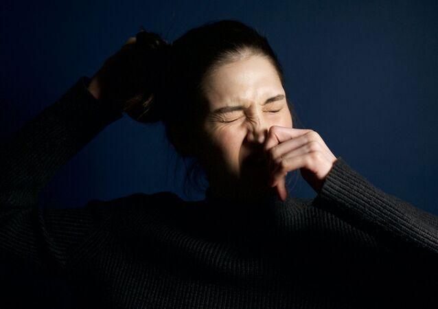 Un estornudo