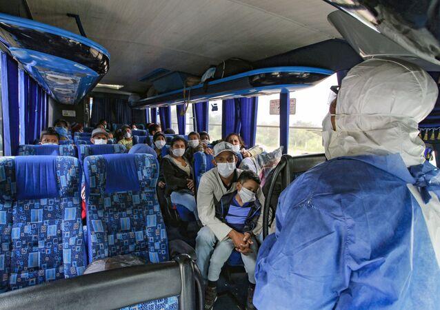 Venezolanos volviendo a su país desde Colombia
