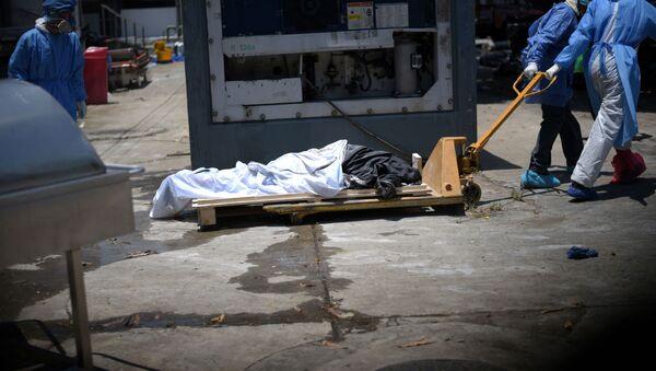 El cadáver de un muerto por COVID-19 en Guayaquil, Ecuador - Sputnik Mundo