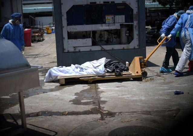 El cadáver de un muerto por COVID-19 en Guayaquil, Ecuador