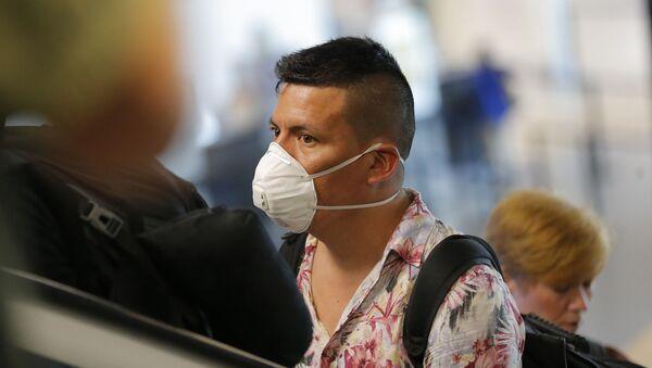 Un viajero en el aeropuerto de Lima, Perú - Sputnik Mundo