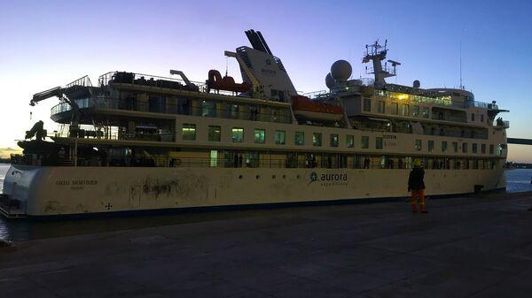 El crucero Greg Mortimer en el puerto de Montevideo - Sputnik Mundo