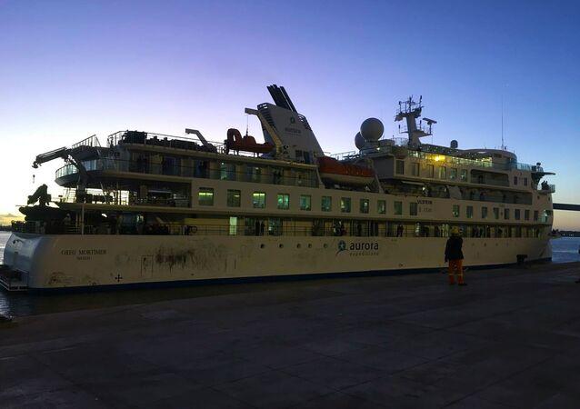 El crucero Greg Mortimer en el puerto de Montevideo