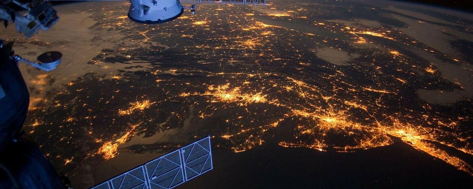 Satélite en el espacio  - Sputnik Mundo, 1920, 18.08.2020