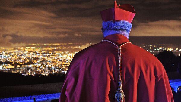 Desde sus casas por el COVID-19: cómo los católicos celebraron la Pascua   - Sputnik Mundo