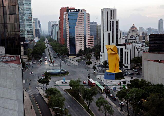 Ciudad de México se ve vacía por la pandemia del nuevo coronavirus