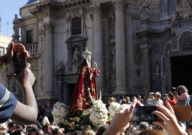 Procesión de la Virgen de la Fuensanta durante el Bando de la Huerta de 2014 en Murcia