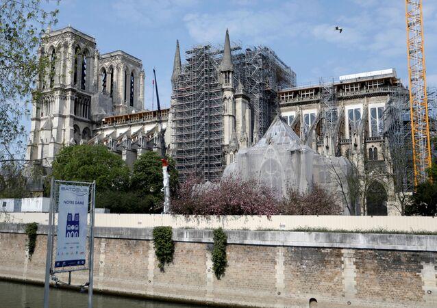 Restauración de la catedral Notre Dame de París en Francia tras el indendio