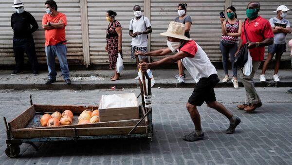 Cubanos en mascarillas (imagen referencial) - Sputnik Mundo