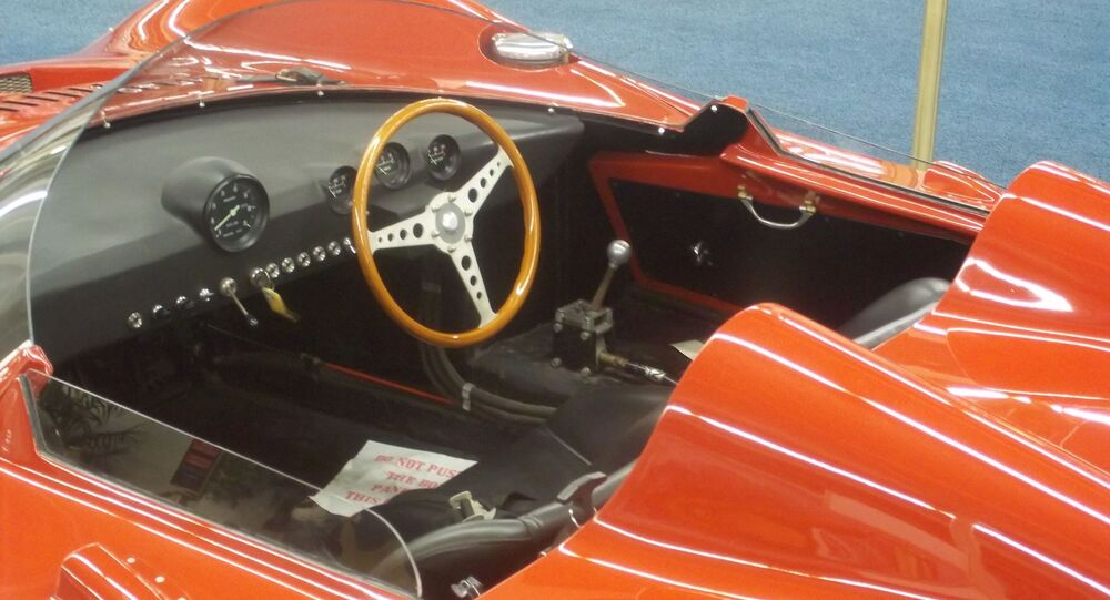 La cabina de un auto deportivo de colección (imagen referencial)