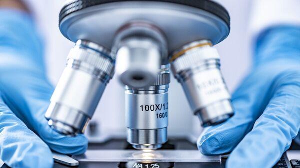 Microscopio. Análisis. Laboratorio. Imagen referencial - Sputnik Mundo