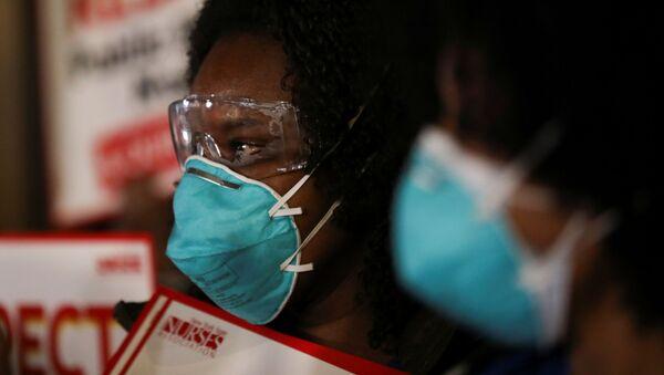 Enfermeras rinden un homenaje a los trabajadores de la salud, en medio a la epidemia de COVID-19, en Nueva York - Sputnik Mundo