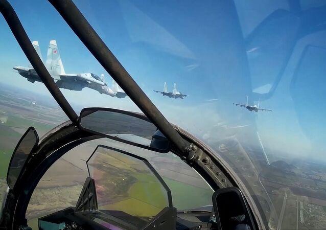 Así es como se entrenan los Su-30SM para celebrar el Día de la Victoria