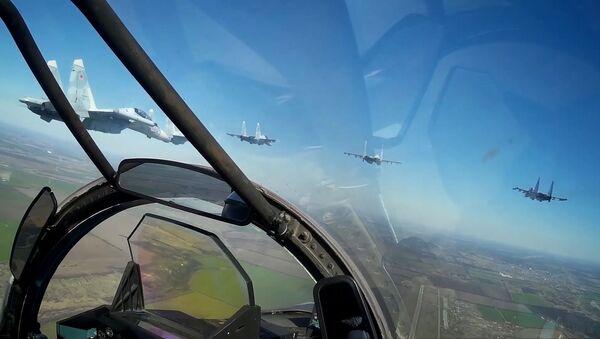 Así es como se entrenan los Su-30SM para celebrar el Día de la Victoria - Sputnik Mundo