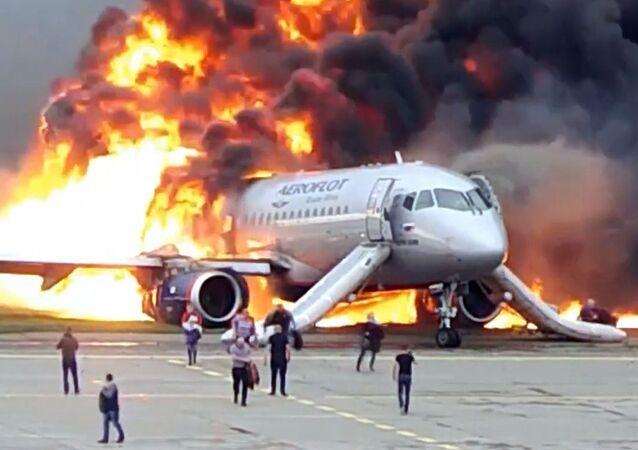 Incendio del Superjet de Aeroflot en el aeropuerto Sheremétievo de Moscú (archivo, mayo de 2019)