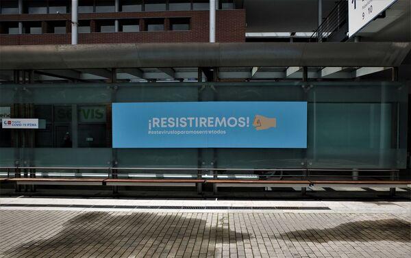 Cartel en Ifema, hospital de emergencia en Madrid. - Sputnik Mundo