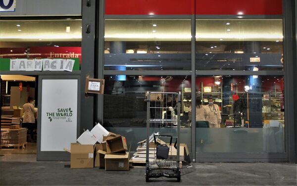 Farmacia habilitada en un pabellón de Ifema, en Madrid. - Sputnik Mundo