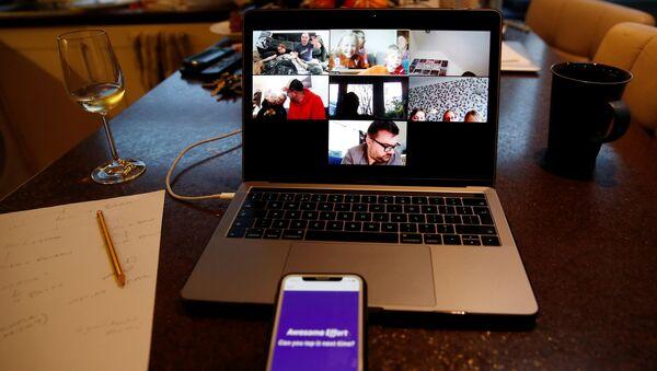Una videoconferencia a través de la plataforma Zoom - Sputnik Mundo