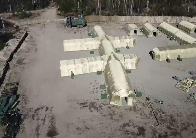 Así los militares rusos despliegan un hospital de campaña
