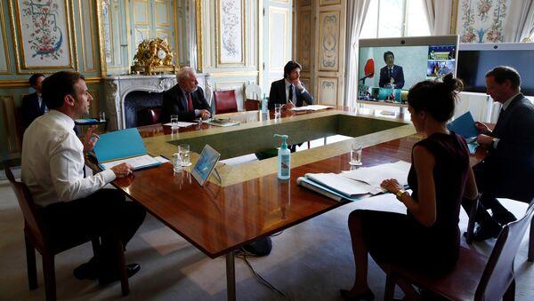 El presidente de Francia, Emmanuel Macron, durante la videoconferencia con los miembros del G20 - Sputnik Mundo