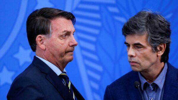 El presidente de Brasil, Jair Bolsonaro, junto al nuevo ministro de Salud, Nelson Teich - Sputnik Mundo